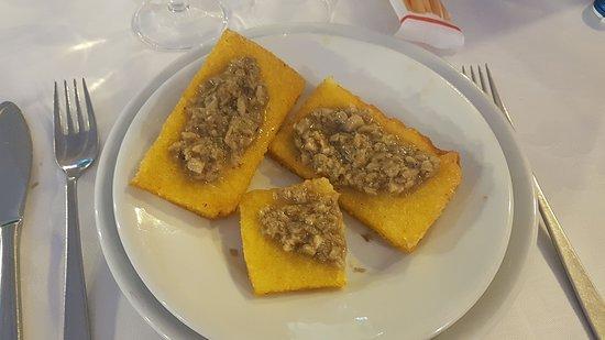 Londa, Italie : polenta fritta con funghi porcini