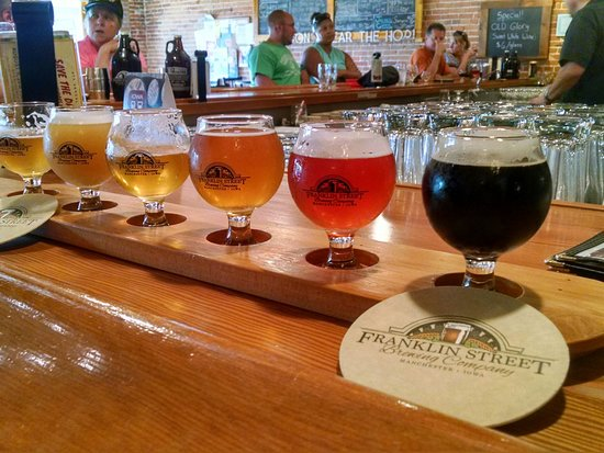 Manchester, IA: Beer flight at Franlkin Street Brewery