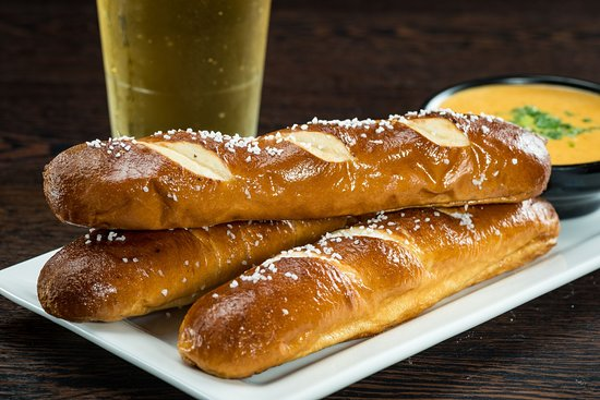 All Star Alley & Tavern: Pretzels with Fondue