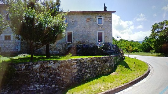Valle Castellana, Italy: Il locale dalla strada