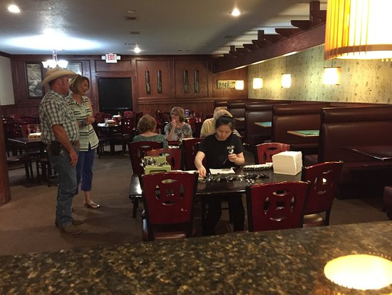 Greenwood, AR: Seating large dinner numbers.  Here, weekday mid-afternoon.  Sunday church  dinners 100 or more.