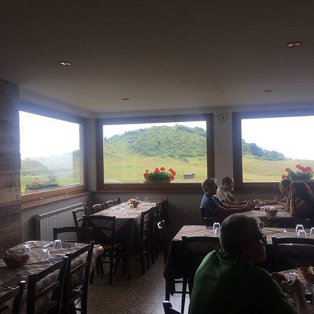 Moggio, Italy: Sala da pranzo.
