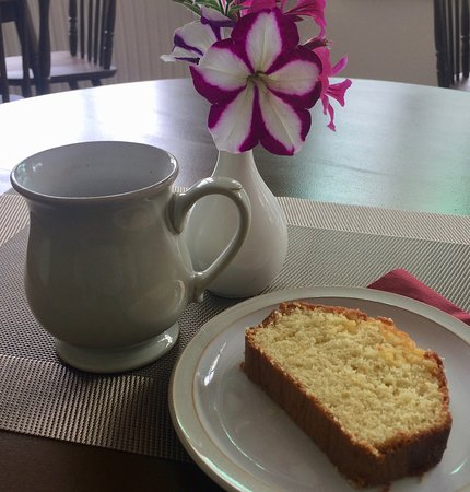 Oakamoor, UK: Tea /Coffee and delicious home made cake on arrival.