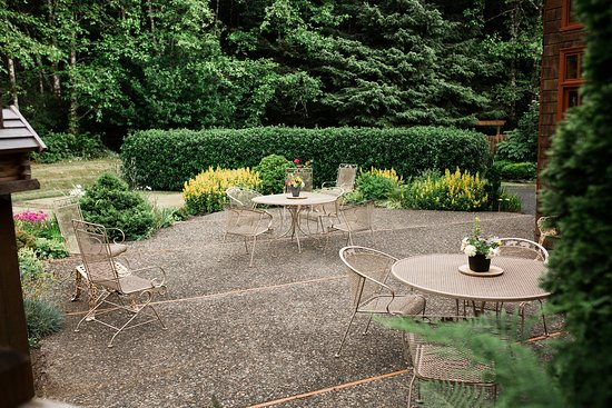 Arch Cape, OR: Outdoor seating