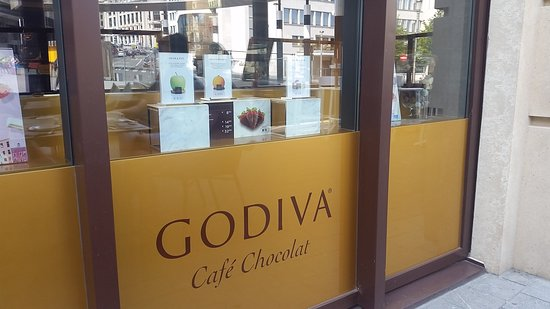 Godiva Cafe Chocolat: Beautiful Display!