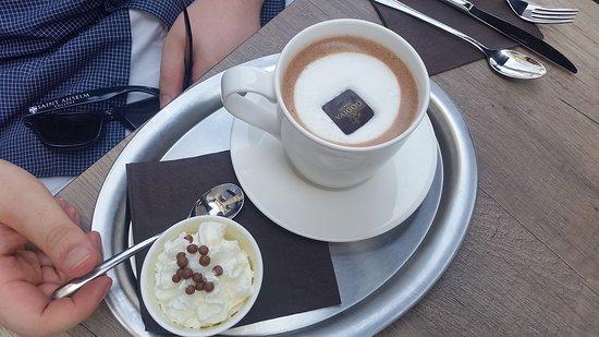 Godiva Cafe Chocolat: Hot Chocolate
