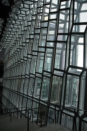 Kolabrautin: Inside view of the outer walls at the Harpa.