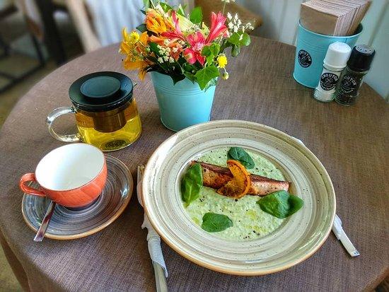 Crouton Restaurant and Bar: Фаворит наших гостей - Стейк из лосося с муссом из кабачков