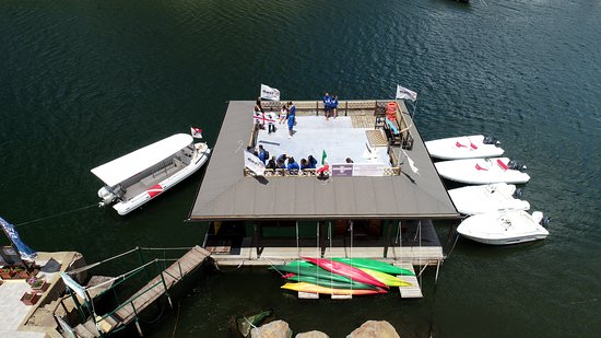 La sede galleggiante del Bosa Diving Center a Bosa Marina -The floating headquarters of the Bosa