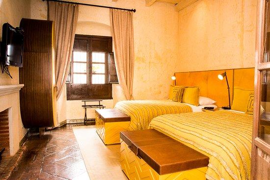 Mil Flores Luxury Design Hotel: Suite Lirios, con dos ambientes y un baño