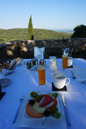 La Roque sur Pernes, France: Breakfast at Chateau La Roque