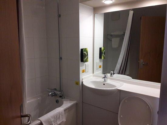 Claydon, UK: Bathroom