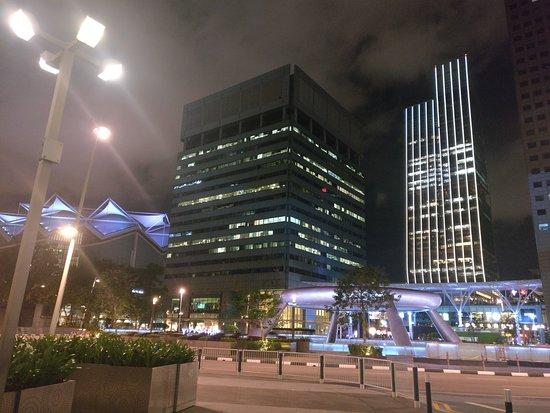 Suntec City Mall: Fountain of Wealth