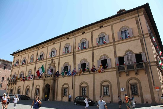 Torrita di Siena, İtalya: Facade de l'hotel