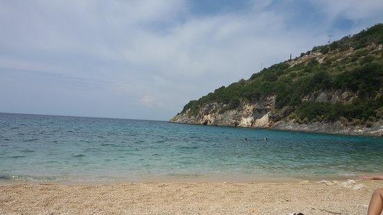 Makris Gialos, Grecia: La spiaggia ed il mare