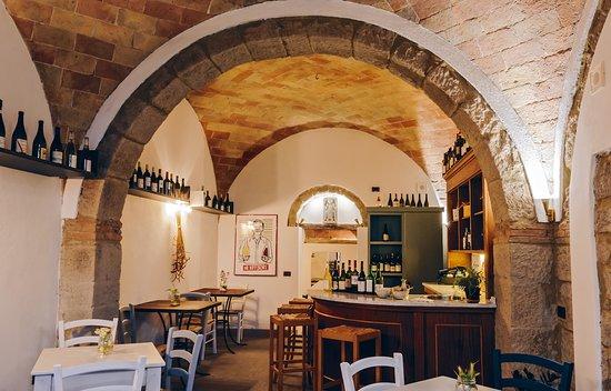 Roccatederighi, Italia: L'enoteca