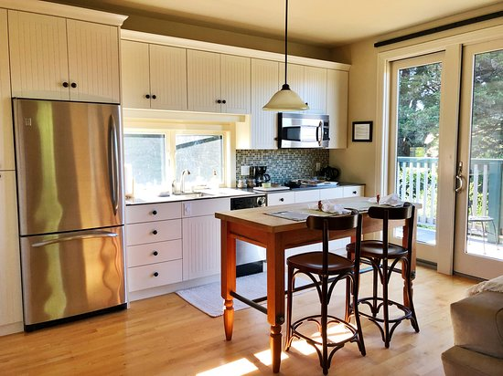 Tomales, CA: Kitchen at AppleGarden Cottage