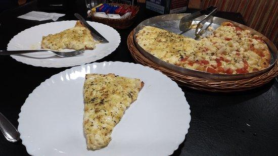 Primavera Do Leste, MT: Pizza 4 queijos e palmito