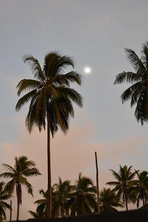 Full moon over Santo