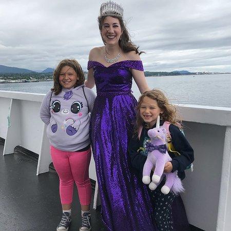 "Olympic Game Farm Bus: My girls met the ""Lavender Princess"""