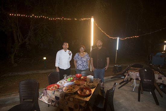 Tekek, Malaysia: Poolside dinner and me with the two chefs