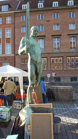 """Skulptur """"Schwertträger"""""""