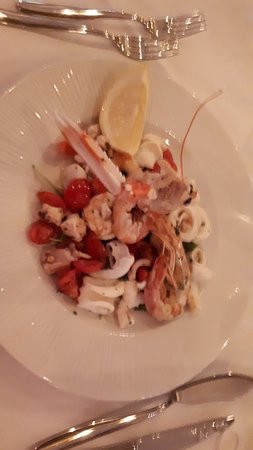 Province of Prato, Italy: altro giorno mangiato antipasto di mare caldo fantastico e catalana gustosa e curata nei minimi