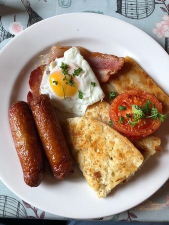 The Red Door Tea Room: The Fry - Egg, Bacon, Sausages, Soda Bread, Potato Bread and Tomato
