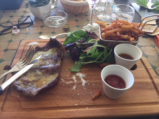 Villeneuvette, France: Entrecote with blue cheese sauce and fries with homemade tomato and onion sauces