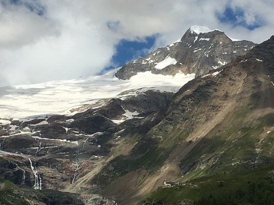 Alp Gruem, سويسرا: Das Belvedere am Fuss des Piz Palü
