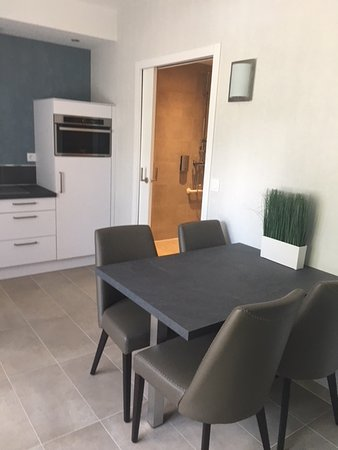 Hede, France : Kitchenette in disabled suite