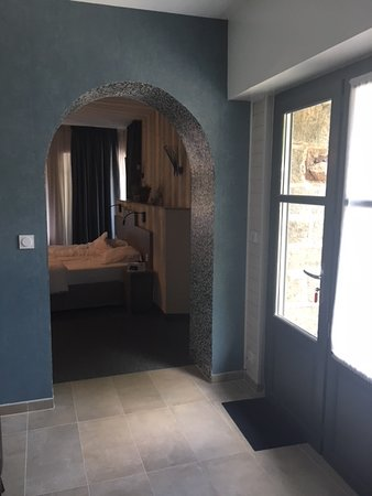 Hede, France : Access from kitchenette to bedroom