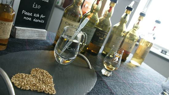 Port Askaig, UK: Caol Ila expressions with a welcoming dram