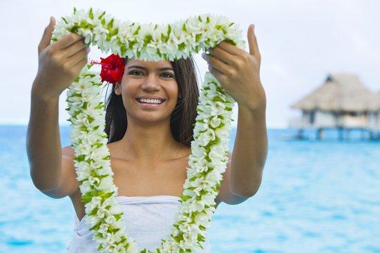 Tahiti, Polynésie française : Accueil typique polynésien