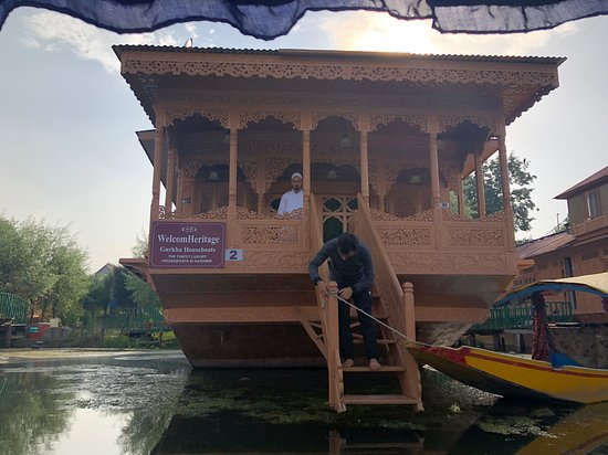 WelcomHeritage Gurkha Houseboats: Way into the boats from the lake - All houseboats have to be accessed through Shikaras