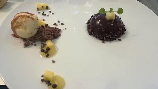 Dôme chocolat caraibe- coeur ananas et basilic- caramel au rhum