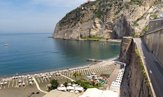 Panoramica del Lido Marinella Meta. Il lido offre un ristorante a la carte.