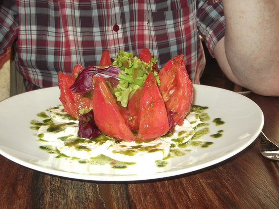 Au Four St. Louis: A substantial starter! 'Beef-heart' tomato.