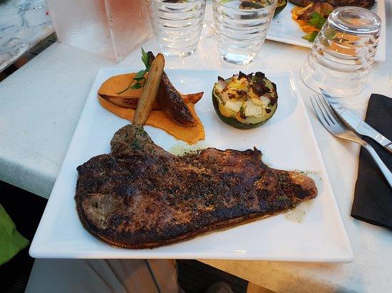 Chauzon, Frankreich: Foie de veau