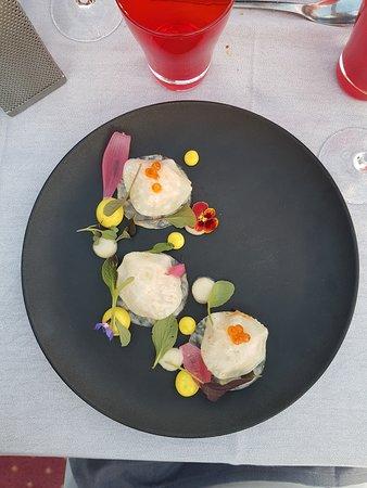 Bateau-Restaurant MS Libellule : Ravioles ouvertes de céleri rémoulade, Crabe et pomme granny, Mayonnaise au curry