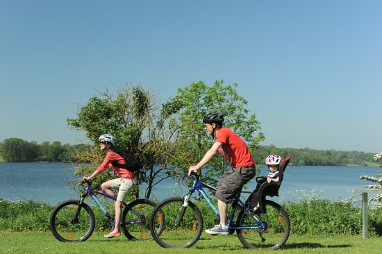 Oakham, UK: Traffic-free cycling at Rutland Water