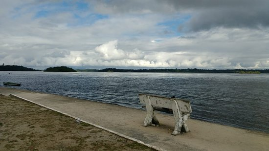 Sao Gabriel da Cachoeira, AM: Vista da praia de São Gabriel da Cachoeira na cheia do Rio Negro!!!