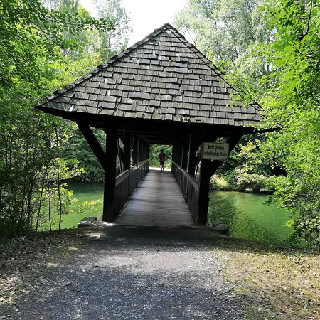 Hof, Deutschland: Untreusee, südlicher Seebereich mit Fußgängerbrücke