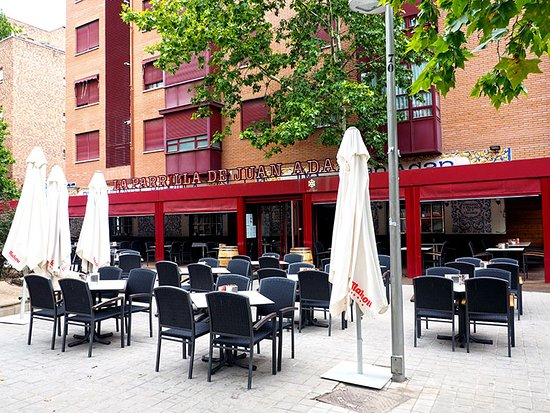 Vista De La Terraza Descubierta Con La Terraza Cubierta Al Fondo Picture Of La Parrilla De Juan Adan Madrid Tripadvisor