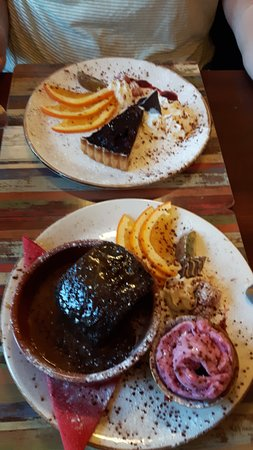 Austwick, UK: Chocolate tart and sticky toffee pudding