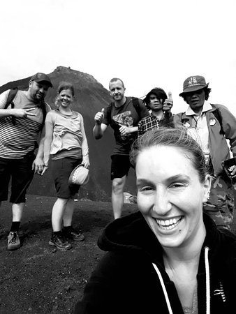 Langowan, Indonesien: photos by yenny on soputan volcano.mrs yenny,mrs balbara ,mr tobi,mr martin,guidejotje lala and