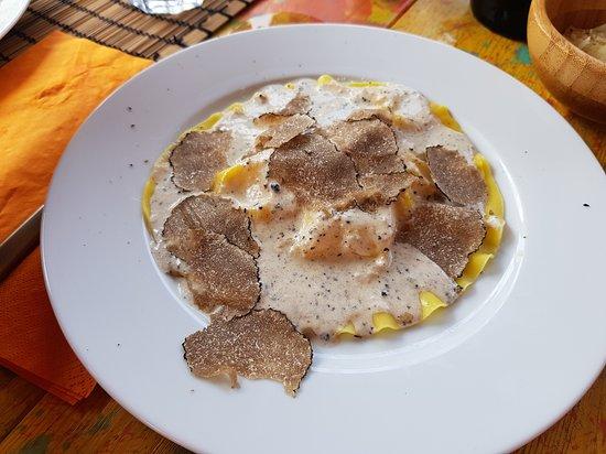 San Benedetto Val di Sambro, Italie : Crespella al tartufo