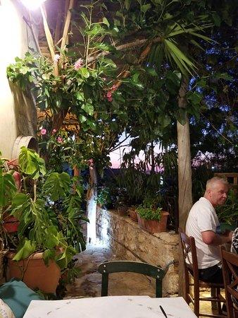 Gavalianos Kafenes: 20180713_211056_large.jpg