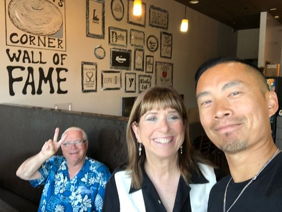 Lakewood, Kalifornien: Family owned and operated, owner Joe Ung came over to the table to see how we liked our food.