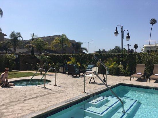 Hawthorne, Καλιφόρνια: Outdoor Swimming Pool and Whirlpool
